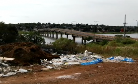 Un basural en el camino al aeropuerto de Posadas