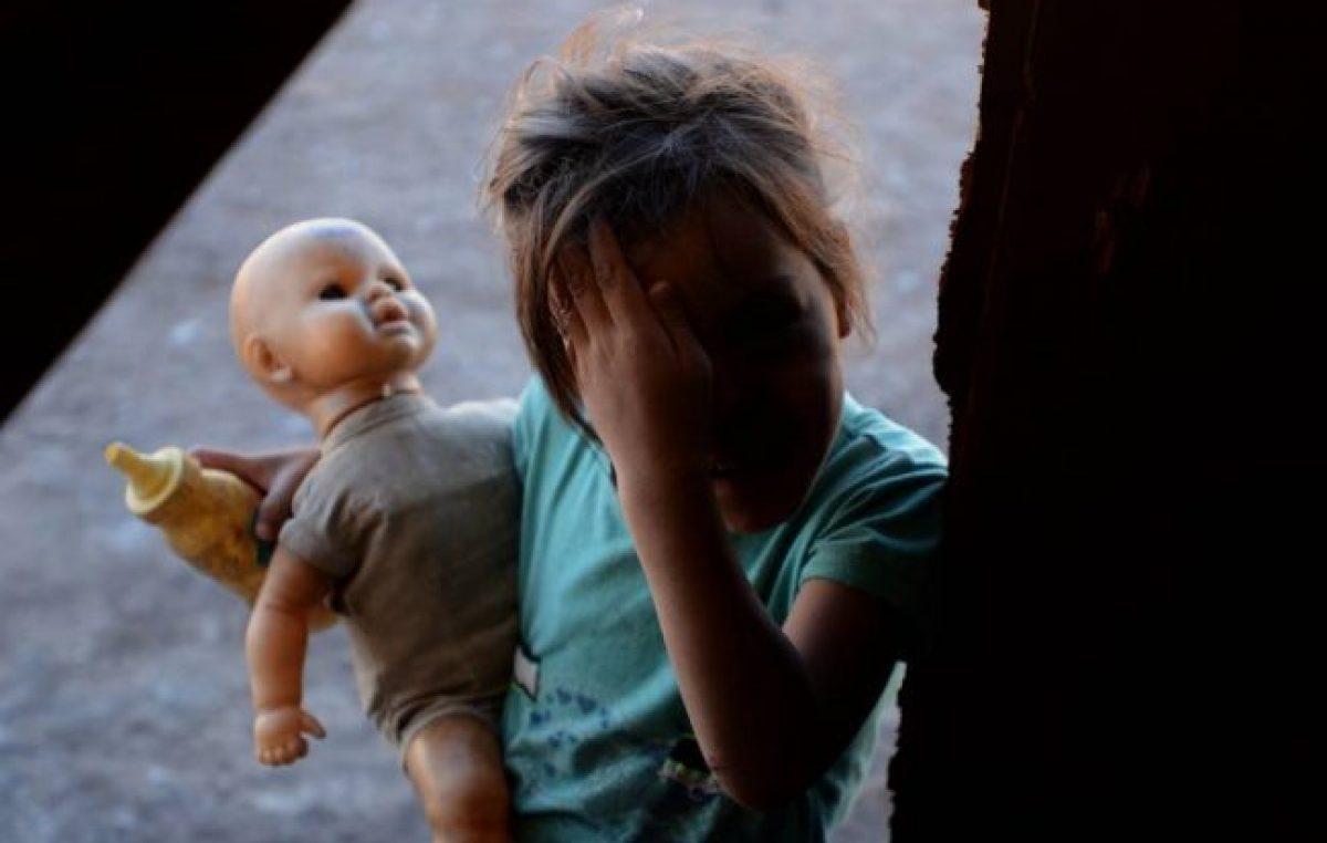 VÍDEO| Una nena pidió ayuda en la entrada de la Catedral