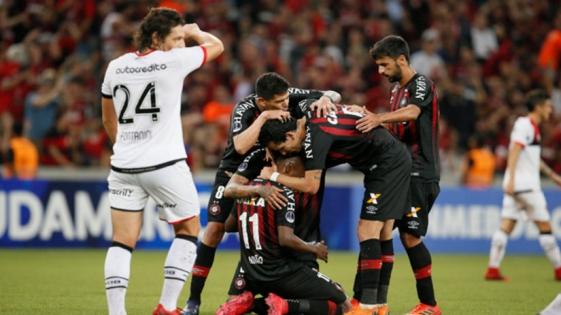 Newell's sufrió una dura derrota en su visita a Paranaense
