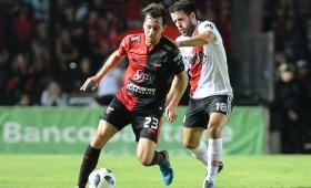 Colón-River, en el inicio de la fecha de Superliga