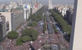 #LaPatriaEstaEnPeligro convocó una multitud en el Obelisco