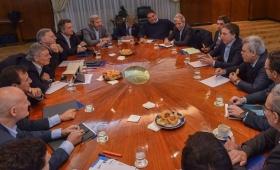 Dujovne pidió medidas para reducir el déficit fiscal