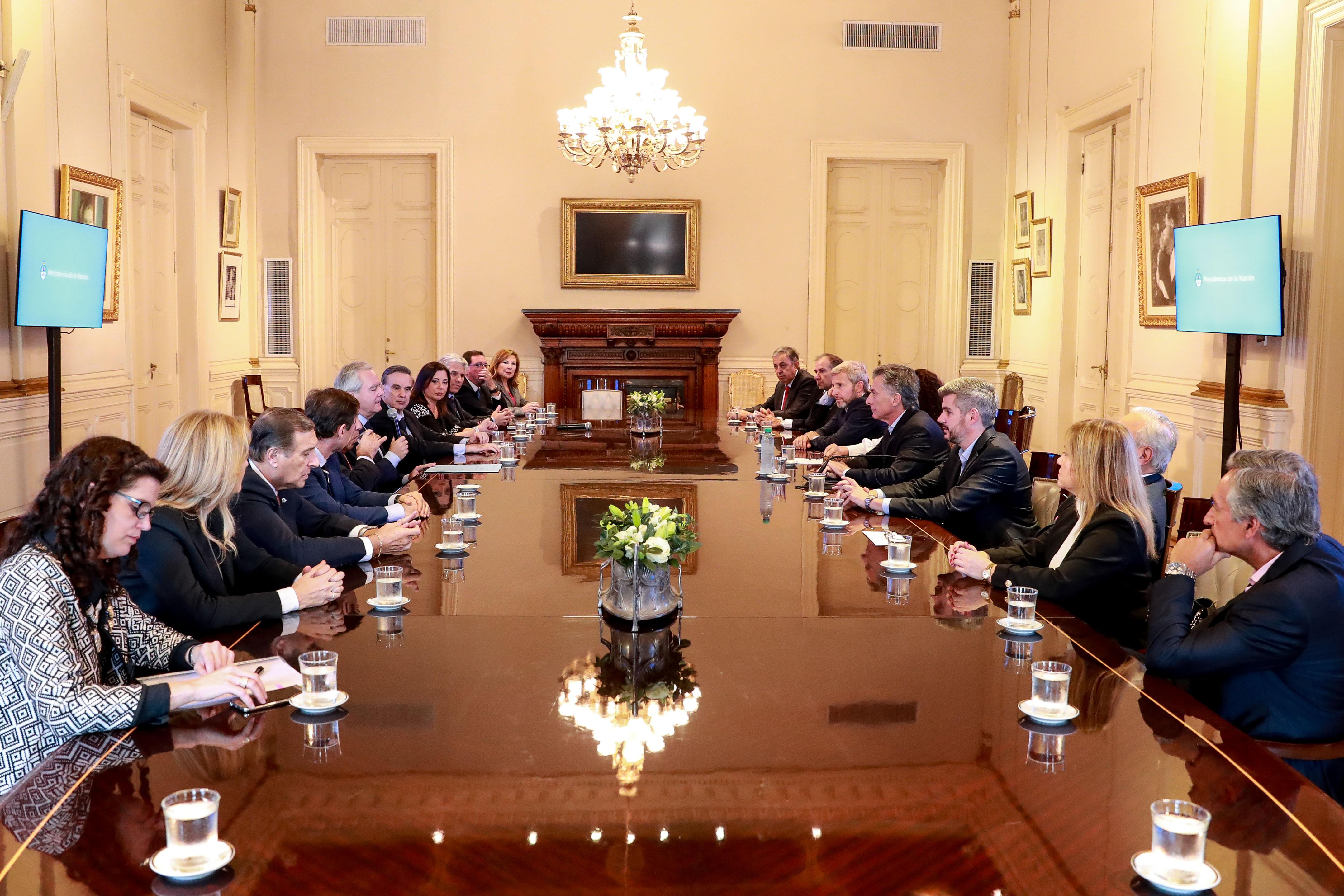 Tras la reunión, senadores firmaron su apoyo al Gobierno de Macri