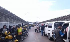 Iguazú: demoras en el puente por huelga de camioneros