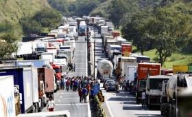 Por la crisis del combustible, suspendieron clases en el Brasil
