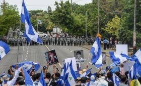 Violento ataque a la marcha de las madres en Managua