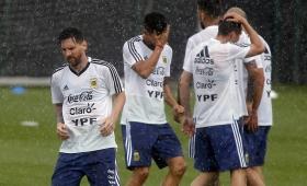 Argentina entrenó bajo la lluvia en Barcelona