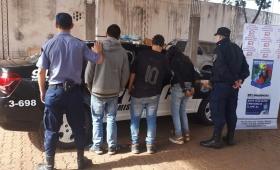 Atrapan a tres jóvenes cuando intentaban robar un auto