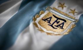Un nombre o un proyecto, el dilema de la AFA para elegir al DT