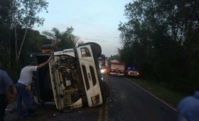 Iguazú: volcó un camión en la ruta 12