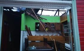 Tras el tornado, vecinos reconstruyen sus casas