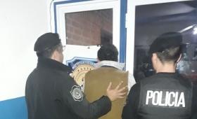 Insólito: se escondió en un freezer, tras golpear a su pareja