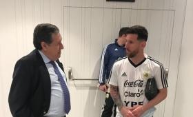 La selección argentina recibió la visita del embajador Puerta