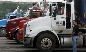 Empresarios intentan frenar el paro de camioneros