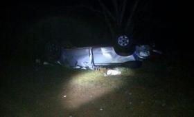 Dos muertos en vuelco de camioneta en ruta 201