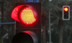 Detenido por cruzar varios semáforos en rojo