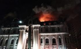 Se incendió el edificio del Banco Nación en Bahía Blanca