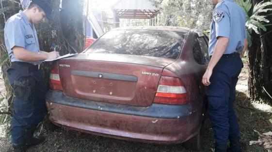 Recuperan en el monte un auto robado en Brasil