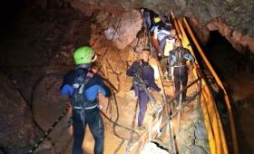 Tailandia: los 12 chicos y su entrenador salieron de la cueva tras 17 días