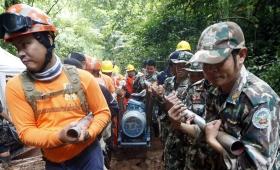 Tailandia: rescatan a los chicos atrapados en la cueva