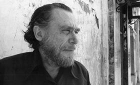 Bukowski previó en un poema la soledad que internet traería al ser humano