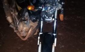 Caminaba a la vera de la ruta, lo chocó una moto y murió
