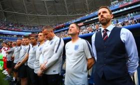Uruguay e Inglaterra también fueron multados por la FIFA