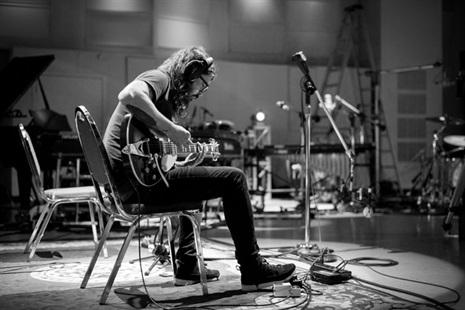 Dave Grohl presenta proyecto solista