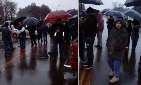 El mal tiempo no frenó la manifestación de vecinos en Colonia Victoria