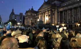 Una multitud reclamó el desafuero de Cristina frente al Congreso