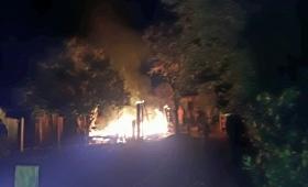 Incendió la casa de su ex pareja y su hija de 4 años