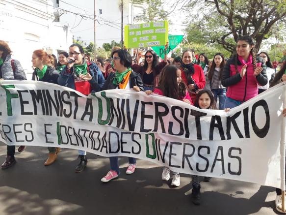 Movilización en Salta de agrupaciones en contra de la legalización del aborto