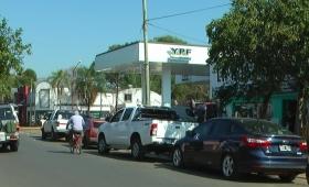 Ituzaingó: seis cuadras de fila por falta de combustible