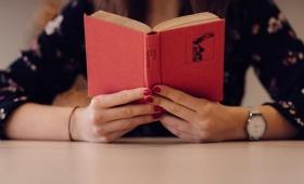 Cada vez son menos los adolescentes que leen libros