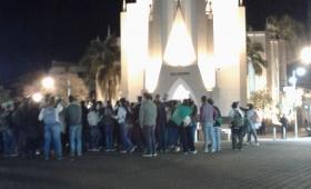 Jóvenes obereños pidieron el aborto legal frente a la catedral