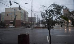 El huracán Florence tocó tierra y será una amenaza durante cinco días