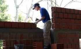 Avanza la construcción del SUM del barrio Los Álamos