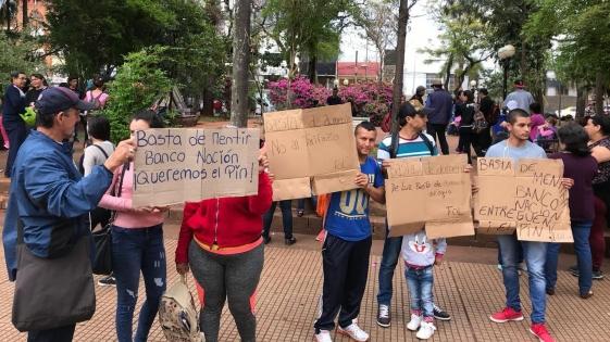 Manifestantes reclamaron deuda al Banco Nación