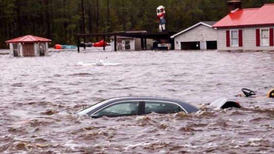 El Huracán Florence pierde fuerza pero deja al menos 13 muertos
