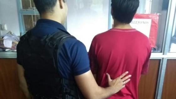 Joven violento detenido por agredir a su pareja