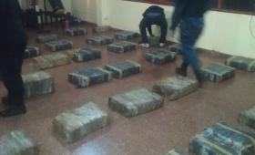 Secuestran casi 900 kilos de marihuana en Pozo Azul