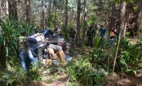 Encuentran dos toneladas de droga en el monte