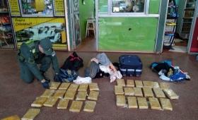 Incautan más de 27 kilos demarihuana oculta en equipajes