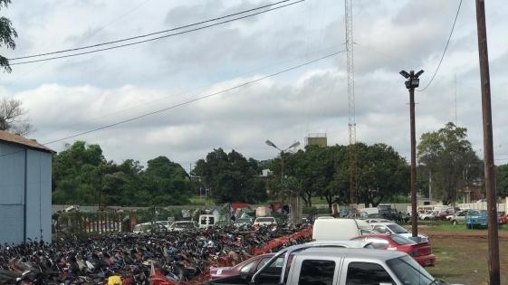 Hay cerca 1700 vehículos amontonados en el corralón