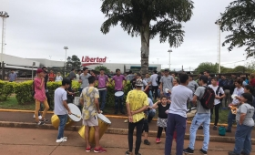 Tensión en el Hiper por olla popular de Barrios de Pie