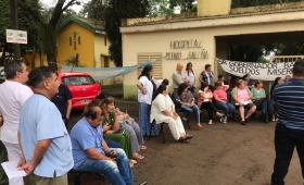 """En hospitales exigen: """"Basta de sueldos miserables"""""""