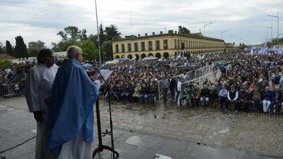 """""""El futuro está en manos del pueblo"""", dijo el Obispo de Luján"""