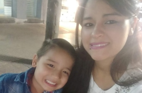 Buscan a una joven madre y su hijo de 5 años