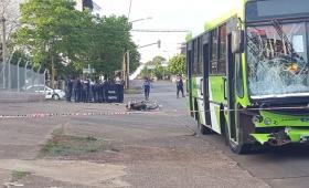 Murió un motociclista en choque con colectivo