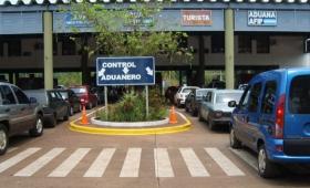 Iguazú: allanaron la Aduana y detuvieron a tres funcionarios